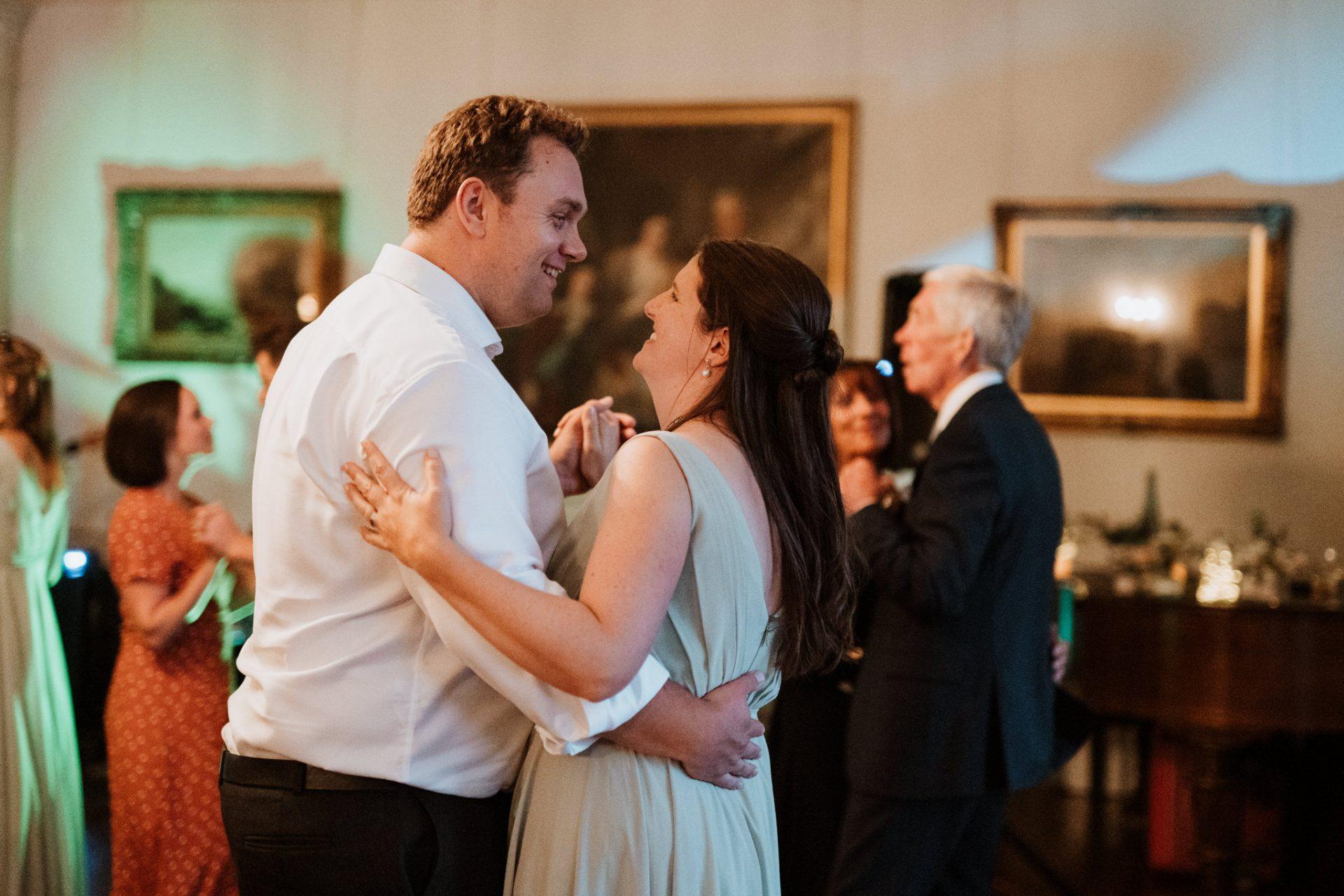wedding guests dancing evening disco