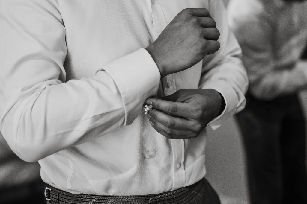 groomsmen getting ready cufflinks