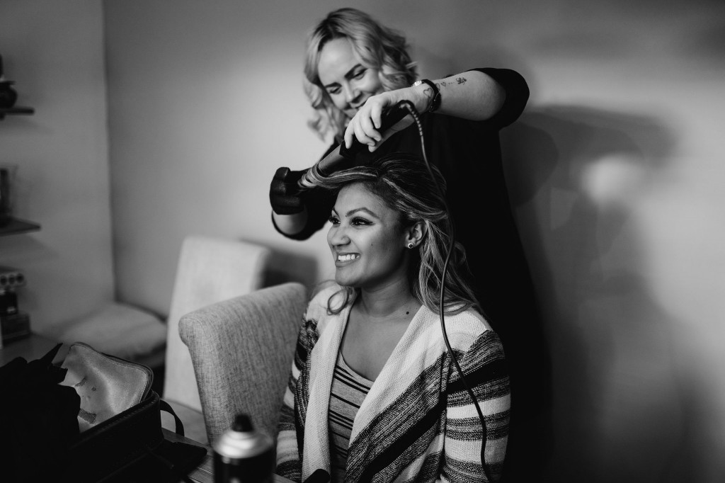 bridesmaid getting ready at home in chippenham wedding photo