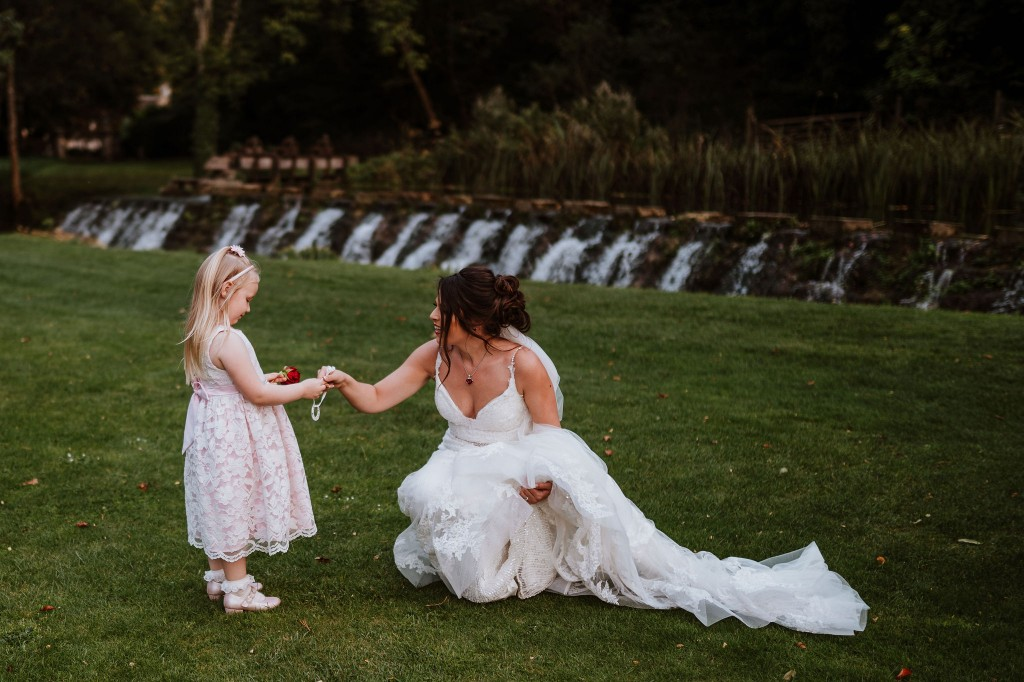 flower girl giving the bride and horseshoe for good luck