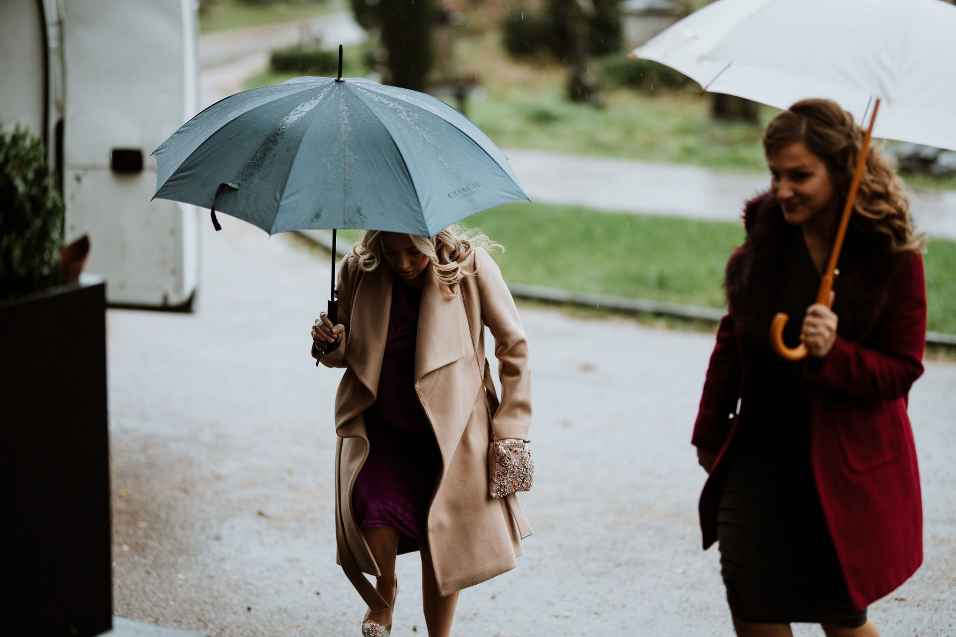 wedding guests arriving in the rain