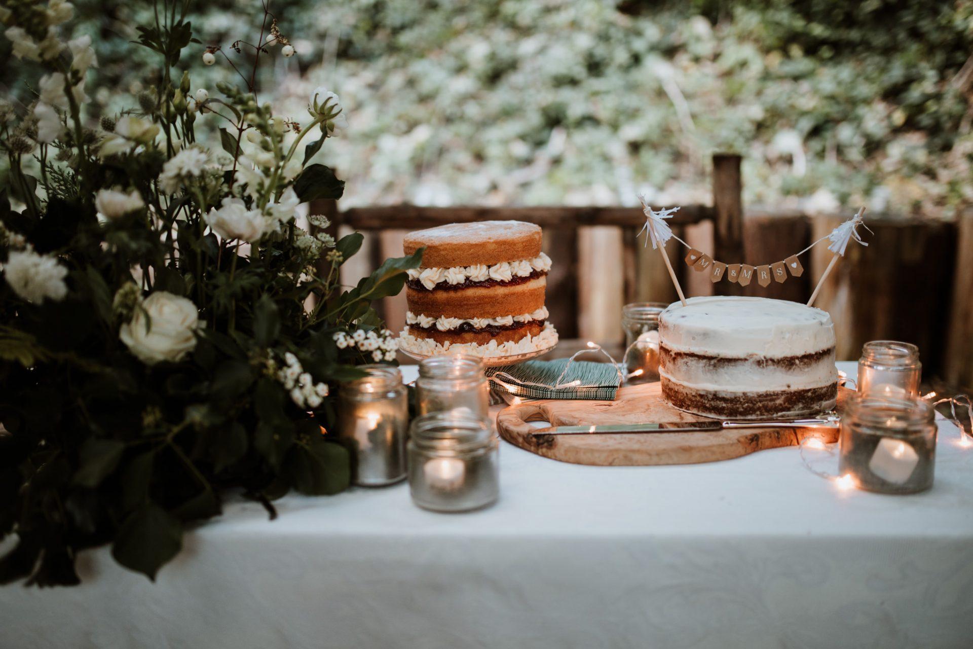 homemade naked wedding cakes outside