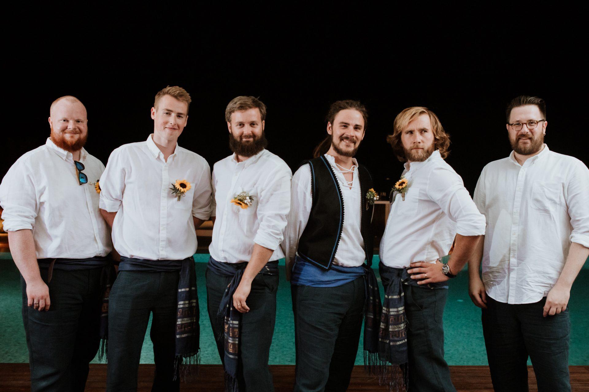 group photo groom and groomsmen