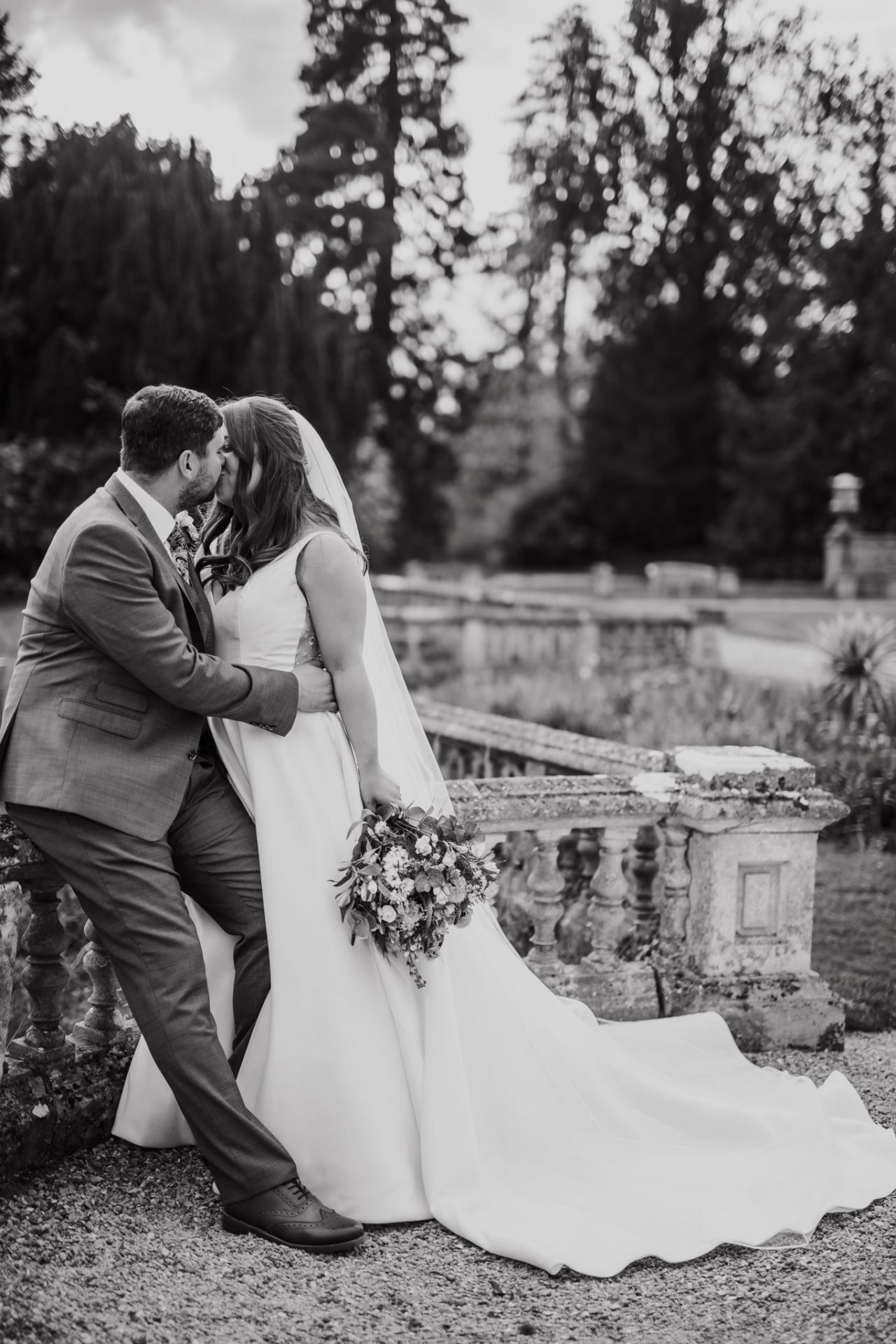 bride and groom wedding photography orchardleigh gardens