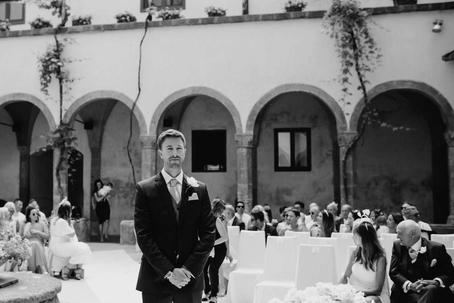 groom waiting for the bride ceremony sorrento cloisters chiostro di san francesco