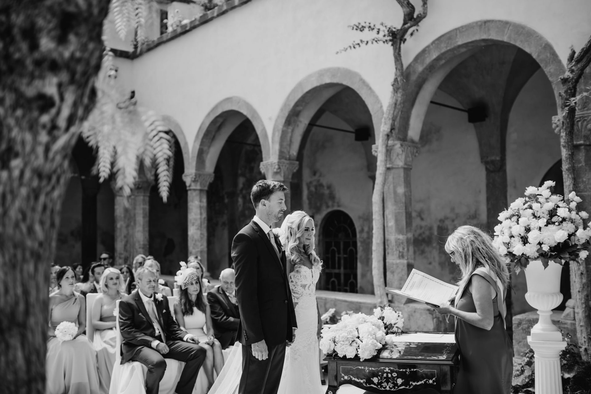 bride and groom getting married wedding ceremony sorrento cloisters chiostro di san francesco