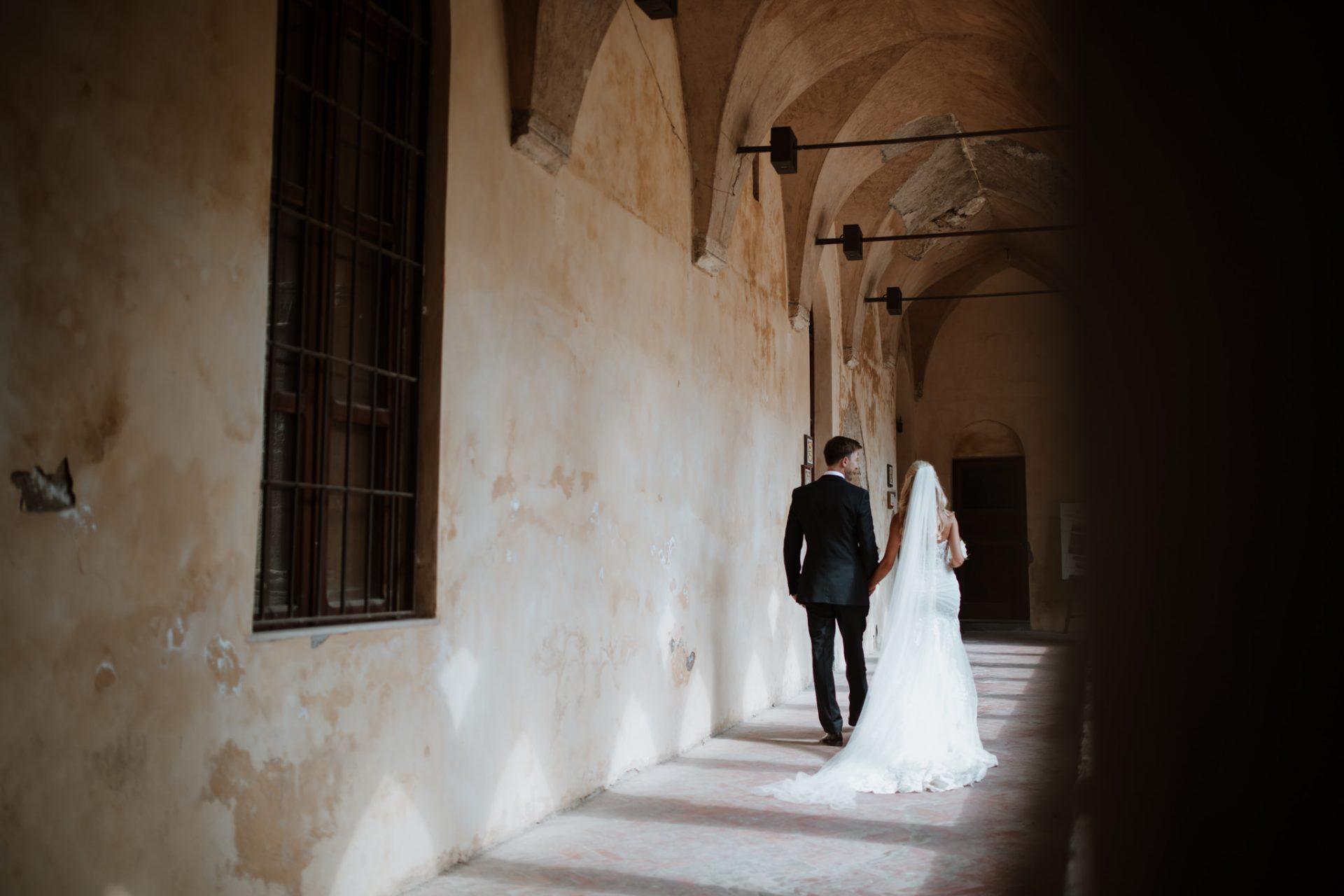 bride and groom wedding photography sorrento cloisters chiostro di san francesco